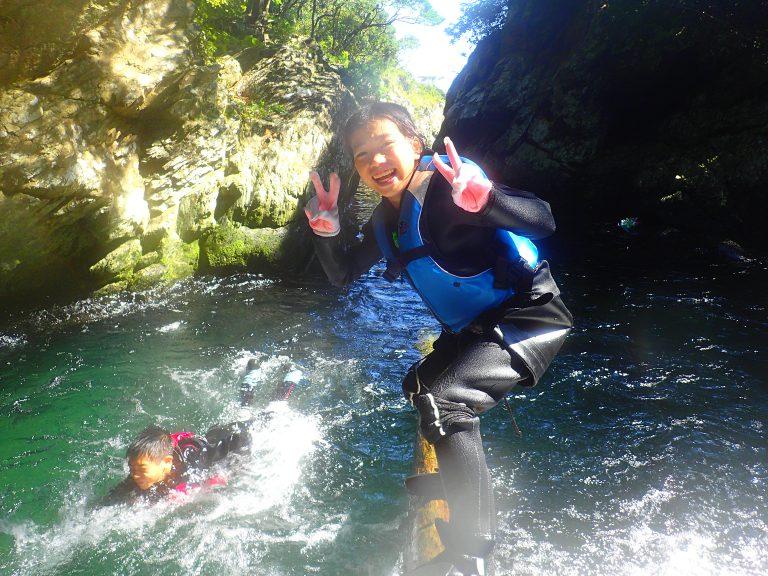 沢登りツアーの魅力って?子供と一緒に笑顔になる遊び方、屋久島ガイドが教えます!