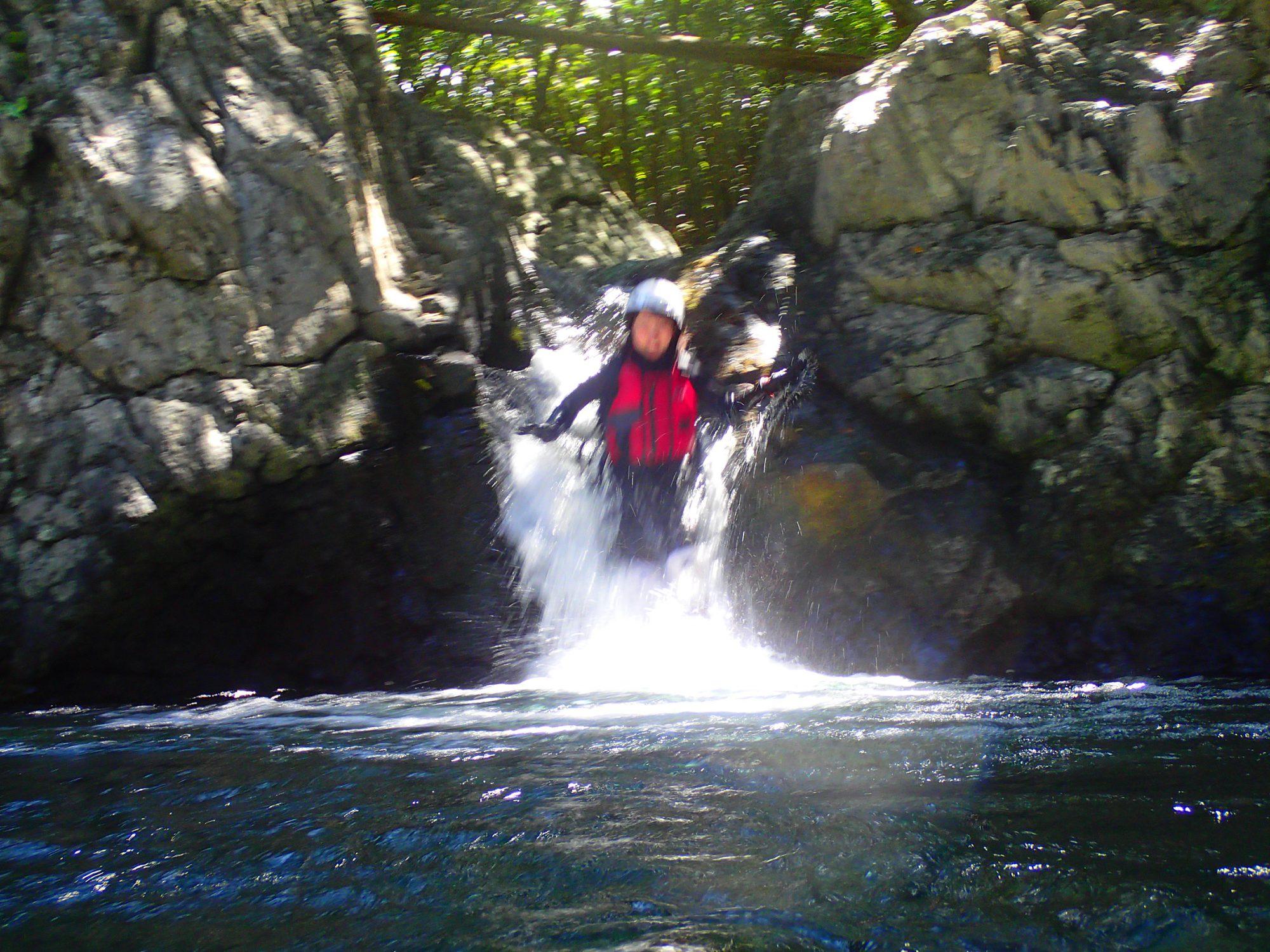 秘境の滝 ウォータースライダー 沢登り