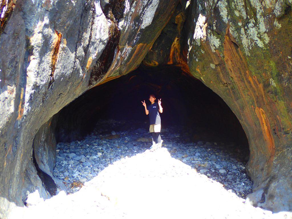秘境ツアー 洞窟