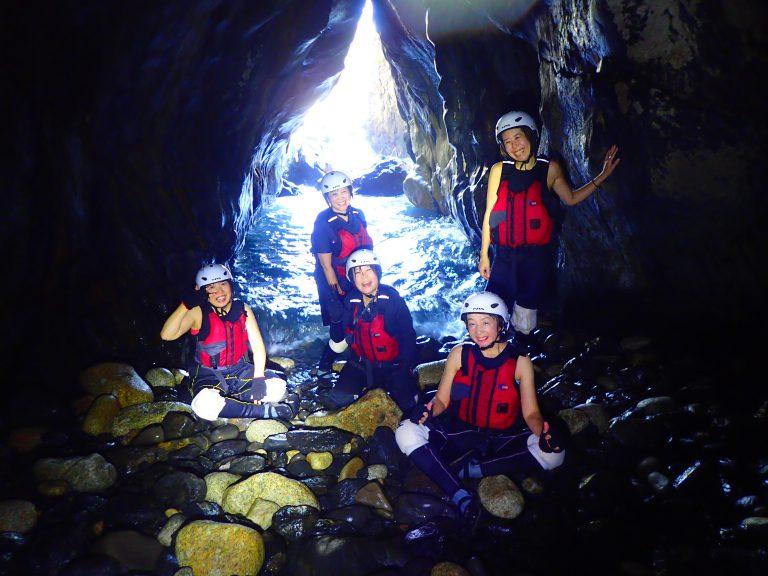 洞窟探検ツアーで、大冒険の旅へ!