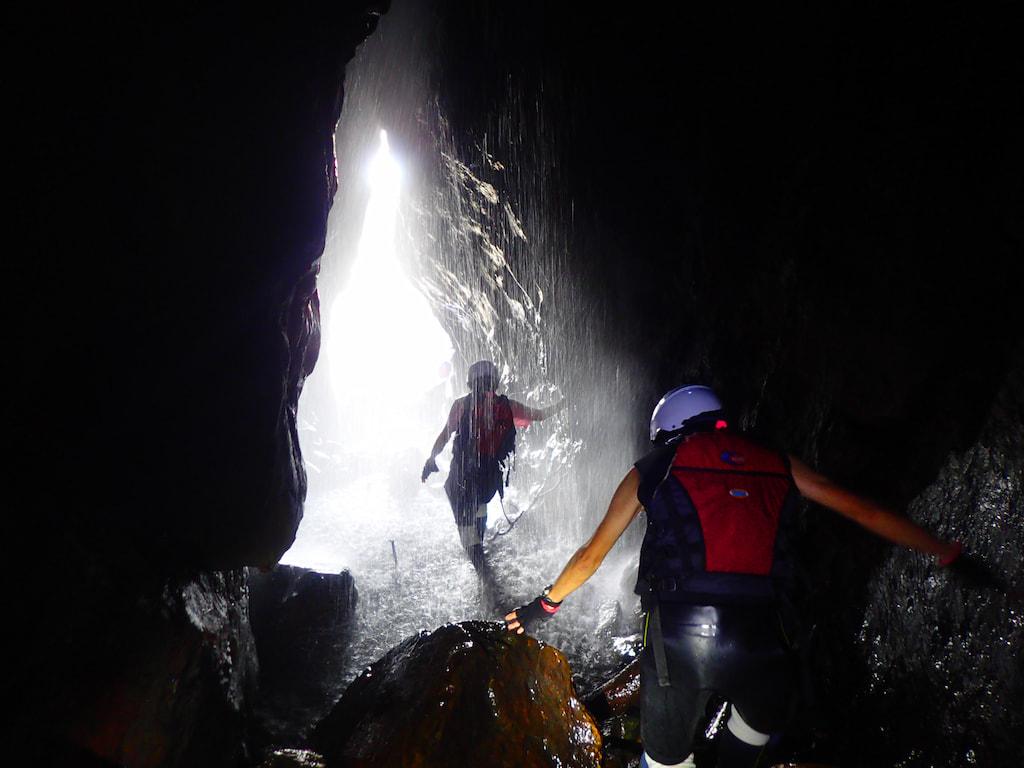 島あそび 洞窟探検ツアー