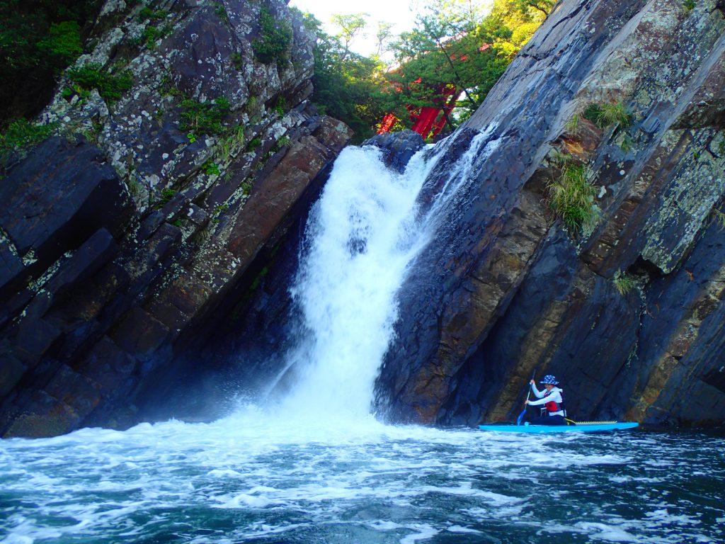 海サップ トローキの滝