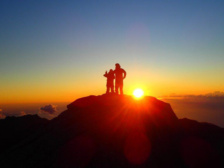 「黒味岳一泊」山頂からご来光を眺める