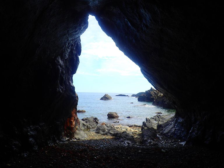屋久島の洞窟探検「海蝕洞窟」